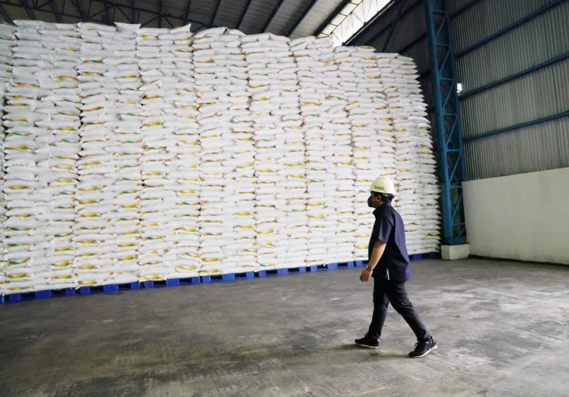 Menteri BUMN Erick Thohir meninjau PT Industri Gula Glenmore (IGG) yang dikelola PT Perkebunan Nusantara XII di lahan seluas 102,4 ha di Desa Karang Harjo, Kecamatan Glenmore, Kabupaten Banyuwangi, Sabtu (18/9/2021).