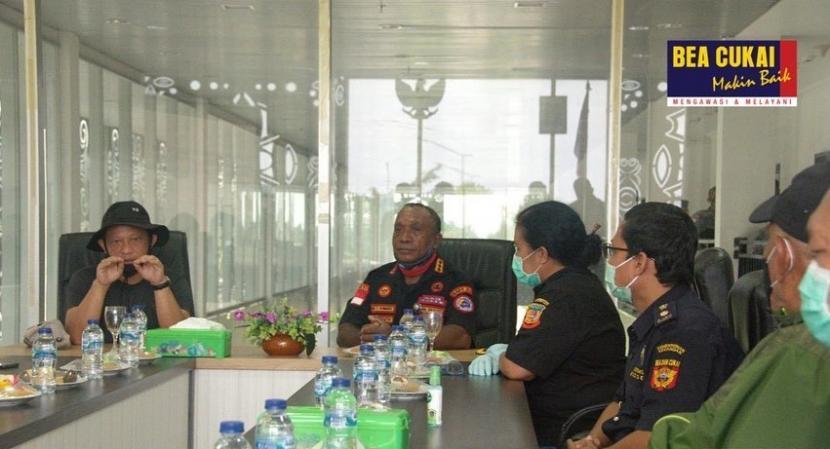 Menteri Dalam Negeri Republik Indonesia, Tito Karnavian melakukan kunjungan ke PLBN Skouw Sabtu (11/0).