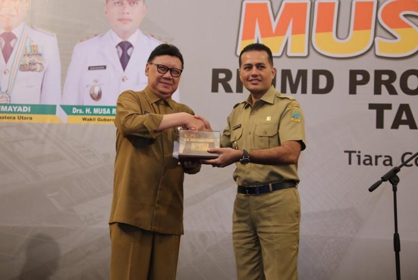 Menteri Dalam Negeri Tjahjo Kumolo dalam sambutannya di acara Musyawarah Rencana Pembangunan (Musrenbang) RPJMD Provinsi Sumatera Utara di Tiara Convention Center Medan, Selasa (22/1).