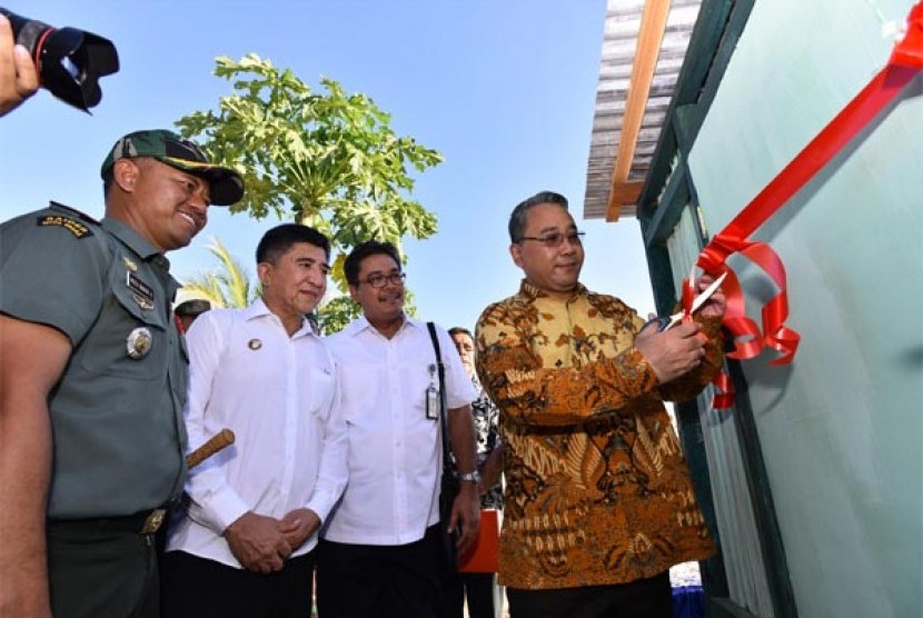 Menteri Desa Meresmikan Jambanisasi dan Lantainisasi  untuk rumah di desa Fatuketi kec. kakuluk mesak