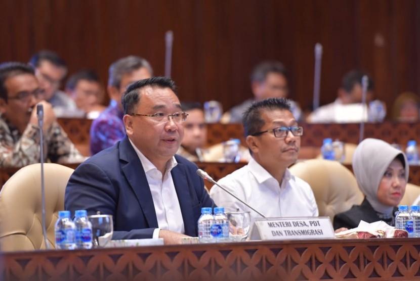 Menteri Desa, PDT, dan Transmigrasi Eko Putro Sandjojo berserta jajarannya mengikuti rapat kerja dengan Komisi V DPR di Gedung Parlemen, Senayan, Jakarta, Kamis (29/8/2019). Rapat tersebut membahas Rencana Kerja dan Anggaran Kemendes PDTT Tahun Anggaran 2020.