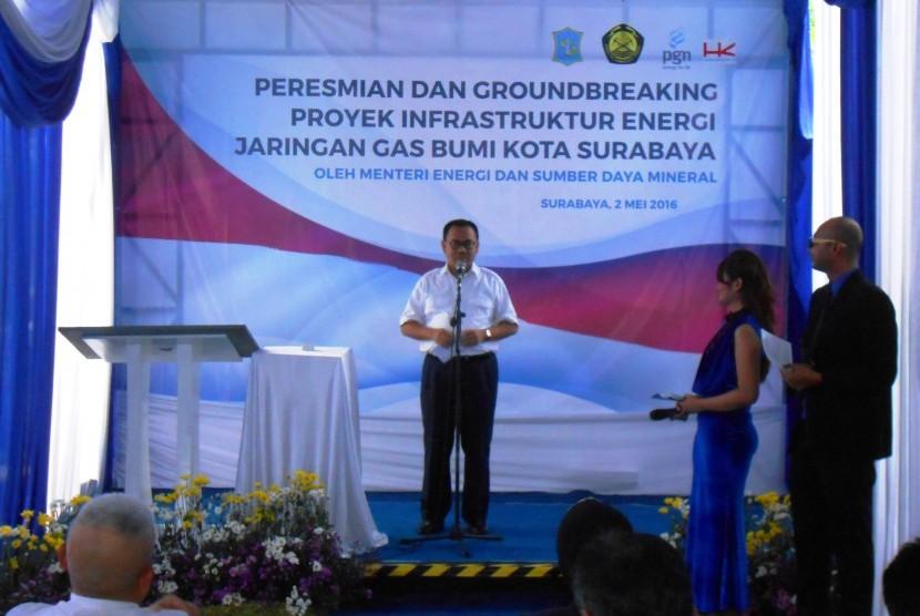 Menteri ESDM Sudirman Said Saat memberikan sambutan pada Peresmian dan Groundbreaking Proyek Infrastruktur Energi Jaringan Gas Bumi Kota Surabaya di Rungkut, Surabaya, Senin (2/5). Foto: Rachmat Santosa Basarah/Republika