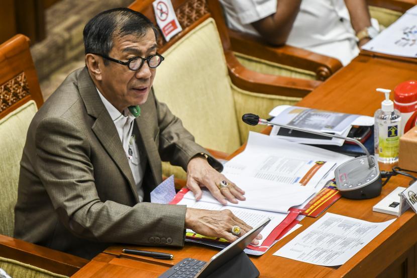 Menteri Hukum dan HAM Yasonna Laoly mengikuti Rapat Dengar Pendapat (RDP) dengan Komisi III DPR di Kompleks Parlemen, Senayan, Jakarta, Rabu (17/3). Rapat tersebut juga membahas terkait dualisme Partai Demokrat. (ilustrasi)