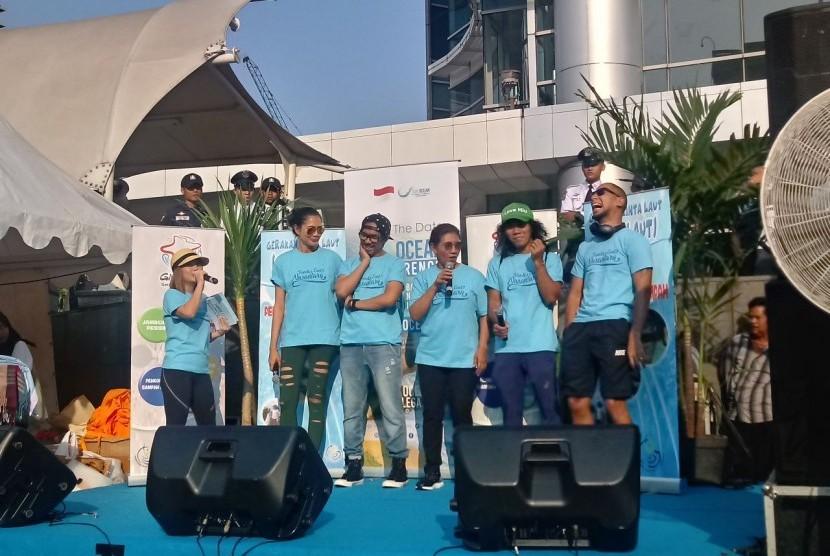 Menteri Kelautan dan Perikanan Susi Pudjiastuti meresmikan organisasi Pandu Laut Nusantara, Ahad (15/7). Hal tersebut dilakukan guna menjaga kelestarian laut Indonesia dengan mengumpulkan seluruh komunitas pecinta laut yang ada di Indonesia.