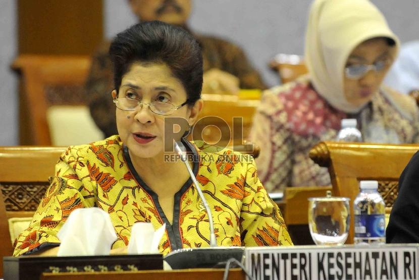 Menteri Kesehatan Nila F Moeloek mengikuti rapat kerja dengan Komisi IX di Kompleks Parlemen Senaya, Jakarta Rabu (4/2).(Republika/Agung Supriyanto)