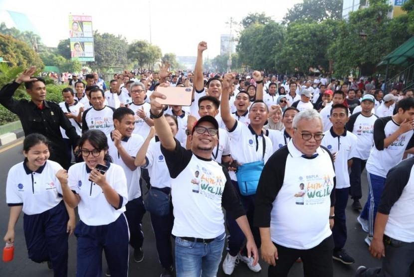 Menteri Ketenagakerjaan (Menaker) M Hanif Dhakiri dalam acara Fun Walk Skill For Future di BBPLK Bekasi pada Ahad (7/4).