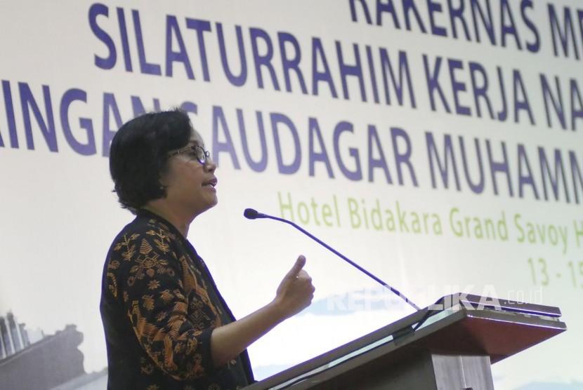 Menteri Keuangan RI Sri Mulyani hadir memberikan sambutan pada Rakernas Majelis Ekonomi Kewirausahaan dan Silaturahim Kerja Nasional Jaringan Saudagar Muhammadiyah, di Kota Bandung, Rabu (13/9).