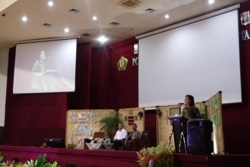 Menteri Keuangan Sri Mulyani dan Menteri Desa, Pembangunan Daerah Tertinggal dan Transmigrasi Eko Puro Sandjojo dalam acara di Kampus PKN STAN, Tangerang, Ahad (18/11).