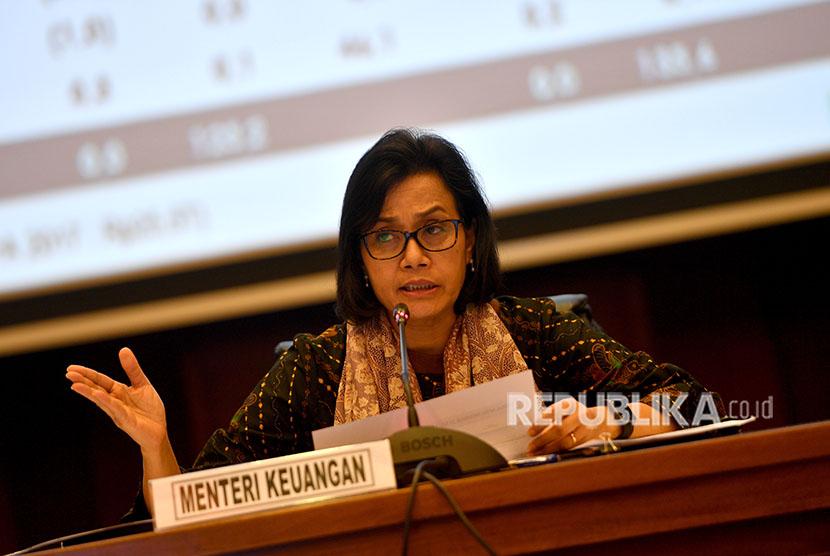 Menteri Keuangan Sri Mulyani memberikan keterangan pers kinerja APBN 2018 di kantor Kemenkeu, Jakarta, Kamis (17/5).