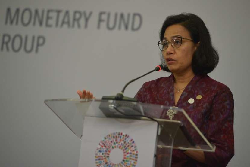 Menteri Keuangan Sri Mulyani menyampaikan pidatonya saat menjadi pembicara utama pada sesi panel eksekutif, rangkaian Pertemuan Tahunan IMF- World Bank Group 2018 di Nusa Dua, Bali, Kamis (11/10).