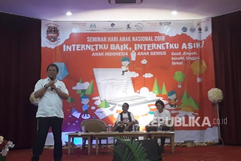 Menteri Komunikasi dan InformatikaRudiantaraberbicara di acara Hari Anak Nasional 2018: Internetku Baik, Internetku Asyik!, di Jakarta Pusat, Kamis (26/7).