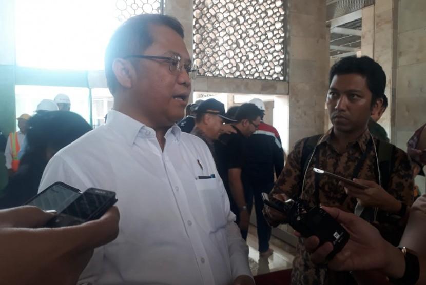 Menteri Komunikasi dan Informatika Rudiantara kepada wartawan di Masjid Istiqlal, Jakarta, Kamis (22/8).