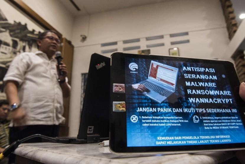 Menteri Komunikasi dan Informatika Rudiantara menyampaikan keterangan pers terkait upaya penanganan serangan dan antisipasi Malware Ransomware WannaCry di Jakarta, Minggu (14/5).