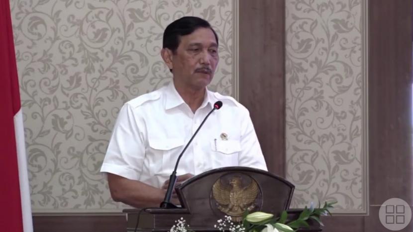 Menteri Koordinator Bidang Kemaritiman, dan Investasi Luhut Binsar Pandjaitan saat menghadiri acara di Graha Pancasila, Balai Kota Among Tani Kota Batu, Jawa Timur, Senin (26/4).