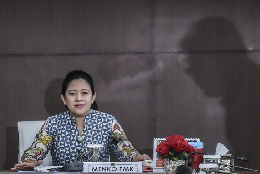 Menteri Koordinator bidang Pembangunan Manusia dan Kebudayaan (Menko PMK) Puan Maharani memimpin rapat koordinasi tingkat menteri di Kemenko PMK, Jakarta, Kamis (2/11).