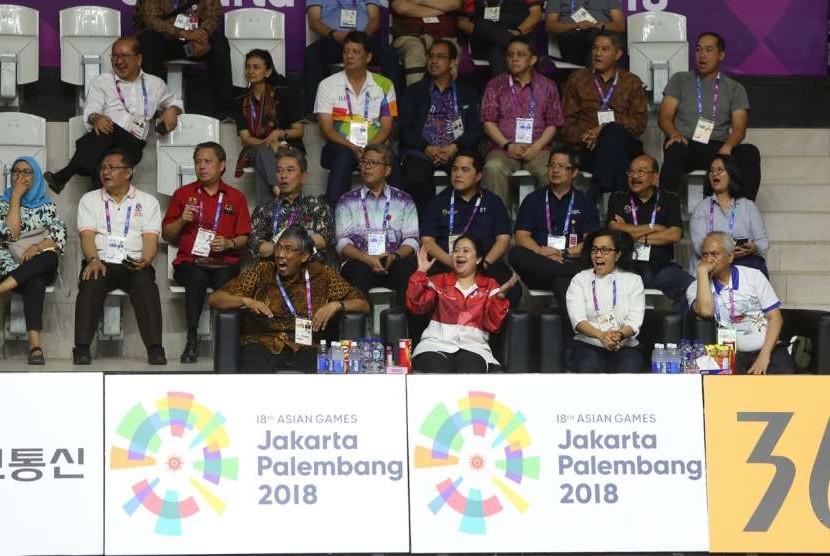 Menteri Koordinator Bidang Pembangunan Manusia dan Kebudayaan (Menko PMK) Puan Maharanimenyaksikan langsung pertandingan Asian Games 2018 cabang olahraga Bola Basket Putra pada Selasa (15/8) malam.