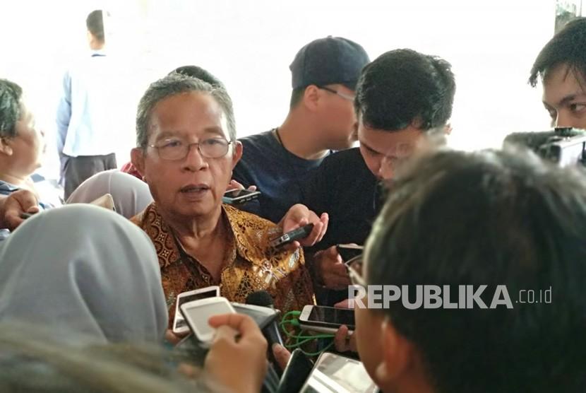 Menteri Koordinator Bidang Perekonomian Darmin Nasution memberikan pernyataan terkait angka inflasi April 2018 yang baru dikeluarkan Badan Pusat Statistik (BPS) di Gedung Kemenko, Rabu (2/5).
