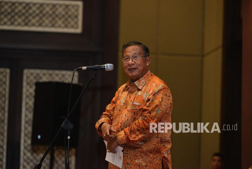 Menteri Koordinator Bidang Perekonomian Darmin Nasution saat  memberikan sambutan pada acara Cho-choc Tea Night and Fun yang merupakan  rangkaian acara Seminar Pupuk dan Mekanisasi di Perkebunan yang diadakan  oleh PT Riset Perkebunan Nusantara (RPN) di Jakarta, Kamis (4/4).