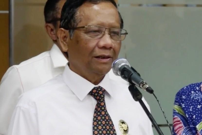 Mahfud MD: Anjuran Sholat Id di Rumah tak Hanya di Indonesia