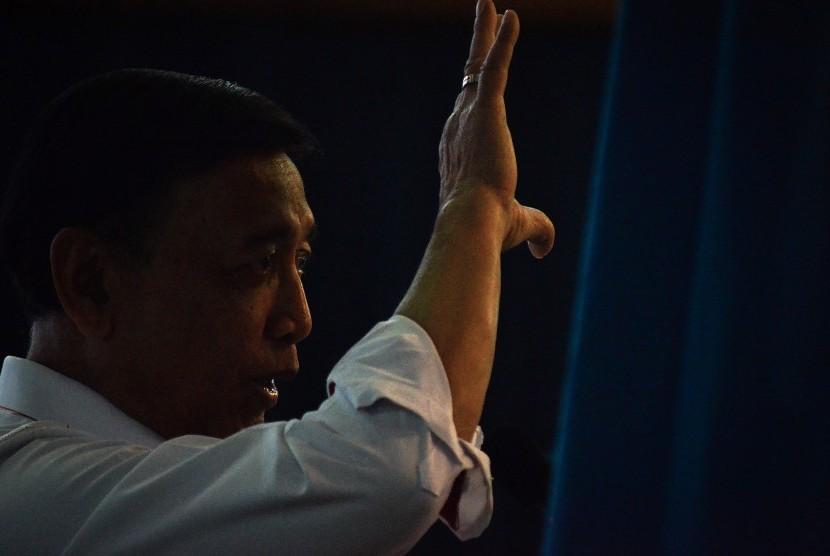 Menteri Koordinator Bidang Politik, Hukum, dan Keamanan (Menkopolhukam) Wiranto memberikan kuliah umum kepada mahasiswa di Aula Barat ITB, Bandung, Jawa Barat, Rabu (31/10/2018).
