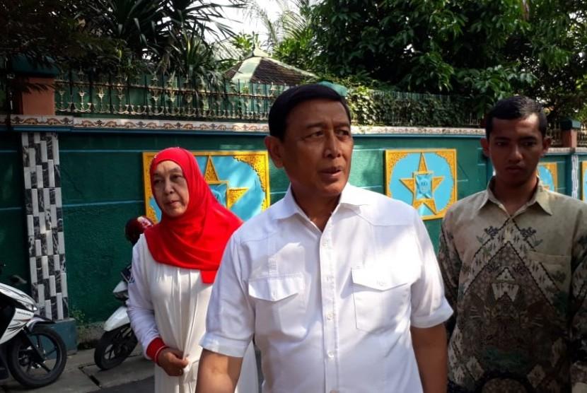 Menteri Koordinator bidang politik, hukum dan keamanan (Menkopulhukam) Wiranto.
