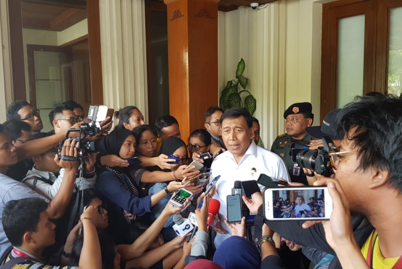 Menteri Koordinator bidang Politik, Hukum dan Keamanan Wiranto di Kantor Kemenko Polhukam, Jakarta, Senin (17/6).