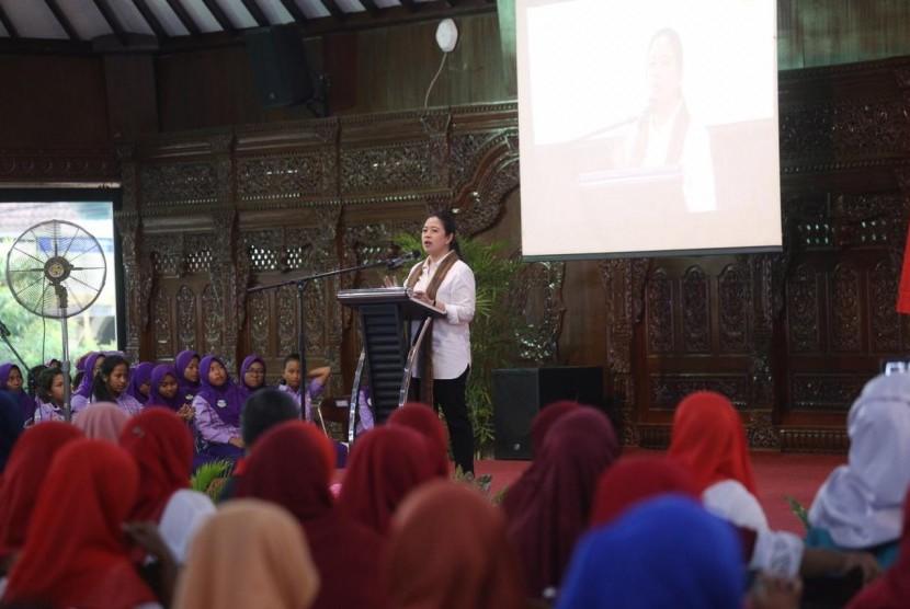 Menteri Koordinator Pembangunan Manusia dan Kebudayaan (Menko PMK), Puan Maharani.
