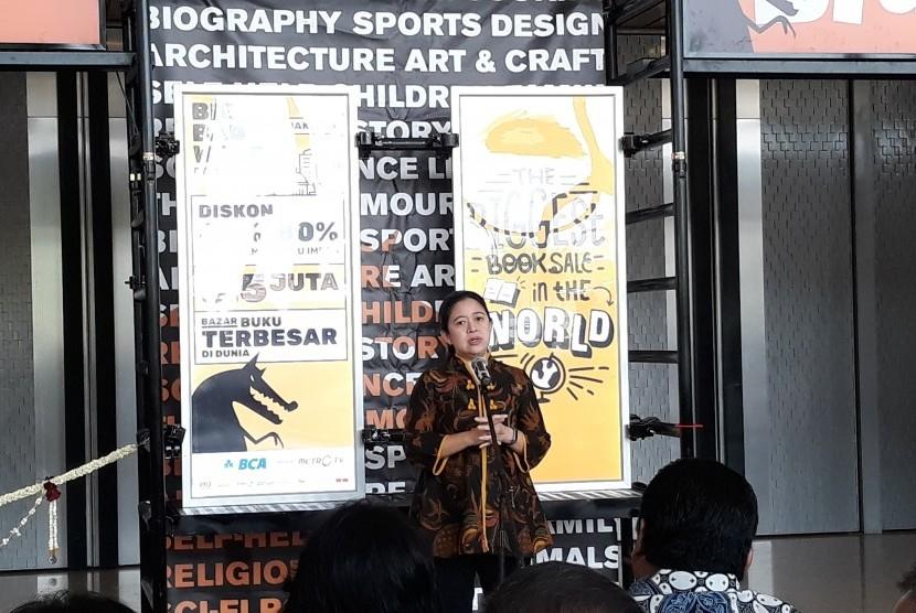 Menteri Koordinator Pembangunan Manusia dan Kebudayaan (PMK) Puan Maharani saat membuka pameran buku Big Bad Wolf di ICE BSD, Kamis (28/2).