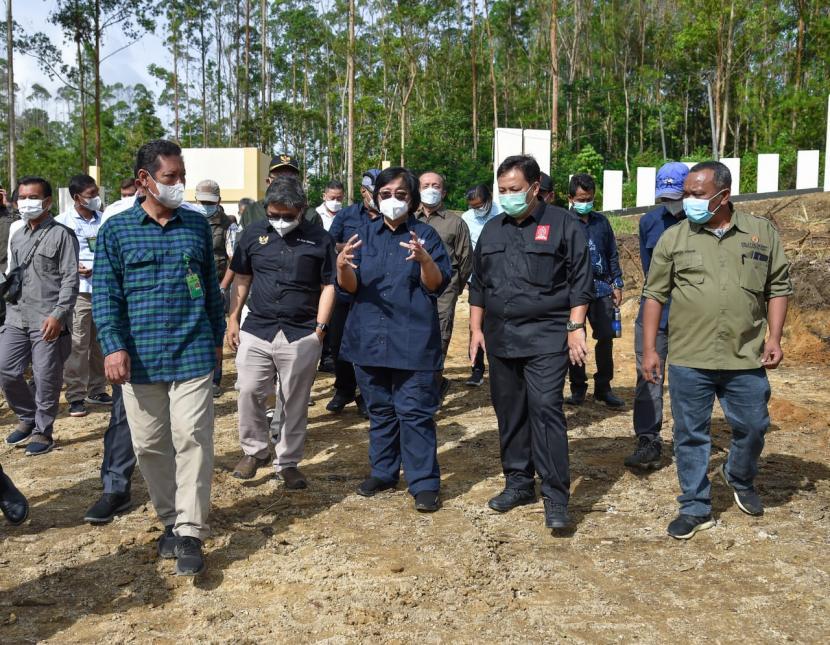 Menteri LHK, Siti Nurbaya saat melakukan kunjungan kerja ke Provinsi Sumatera Utara (12/6/2021), meninjau langsung pembangunan Persemaian Modern Toba di Desa Sibisa, Kab. Toba.