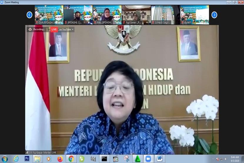 Menteri Lingkungan Hidup dan kehutanan Siti Nurbaya mengatakan dasar pemikiran penggunaan Sistem Uji Kelayakan dalam Undang-Undang Cipta Kerja untuk mengalihkan beban kerja Komisi Penilai Analisis Dampak Lingkungan (Amdal) yang overload.