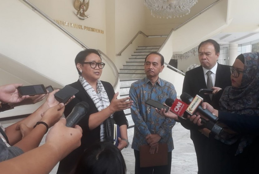 Menteri Luar Negeri Retno Marsudi saat ditemui di Kantor Wakil Presiden, Jalan Medan Merdeka Utara, Jakarta, Jumat (15/3).