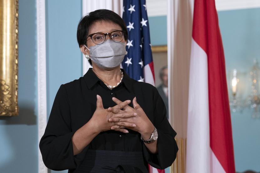 Menteri Luar Negeri RI Retno Marsudi berbicara kepada pers usai pertemuan bilateral dengan Menlu Antony Blinken, di Departemen Luar Negeri di Washington, Selasa, 3 Agustus 2021.