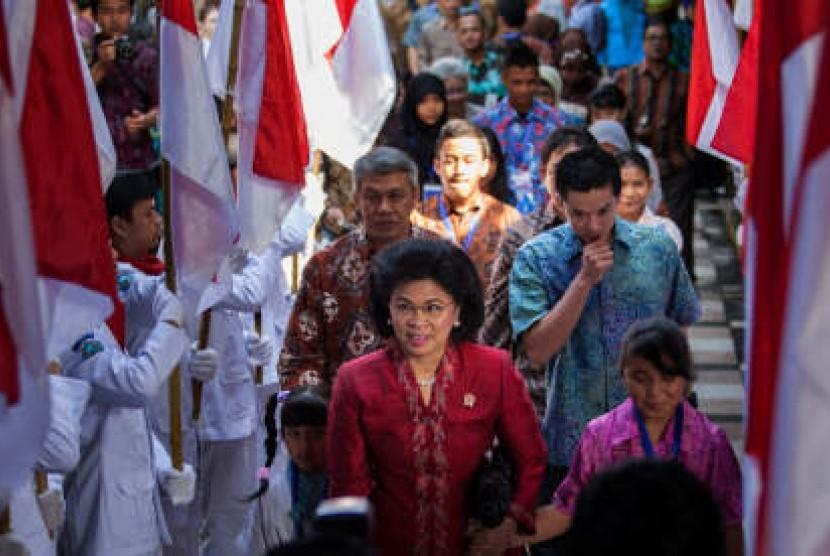 Menteri Negara Pemberdayaan Perempuan dan Perlindungan Anak, Linda Amalia Sari Gumelar menghadiri peresmian Forum Anak Nasional 2013 di Kaliurang, Sleman, Yogyakarta, Ahad (23/6/2013).