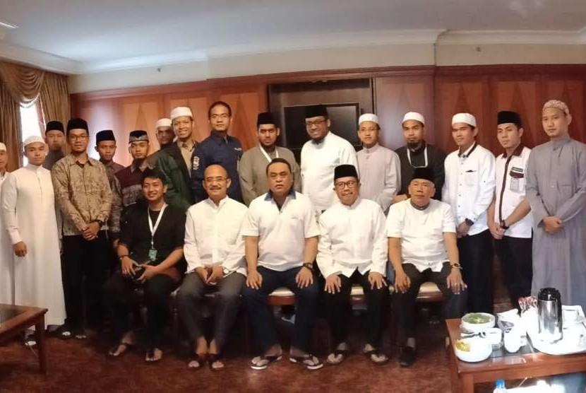 Menteri PAN-RB yang juga Wakil Ketua Umum DMI, Komjen Polisi Syafruddin menemui pemuda Islam Indonesia atau Diaspora Indonesia dari Mesir, Arab Saudi, Libanon, Sudan, Maroko, Tunisia, Libya dan Yaman di Madinah, Arab Saudi pada Senin (24/9).