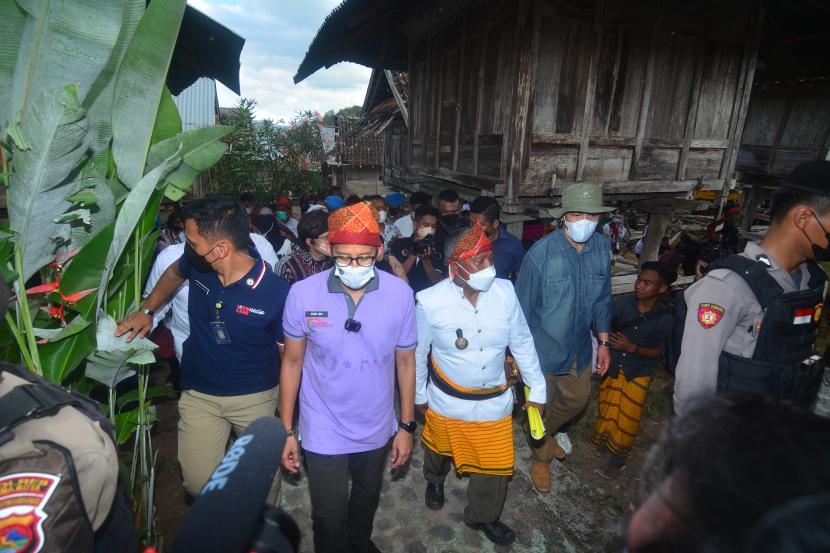 Menteri Pariwisata dan Ekonomi Kreatif Sandiaga Salahuddin Uno berada di tengah perjalanan dinas menuju Desa Wisata Maria, Kecamatan Wawo, Kabupaten Bima, NTB.