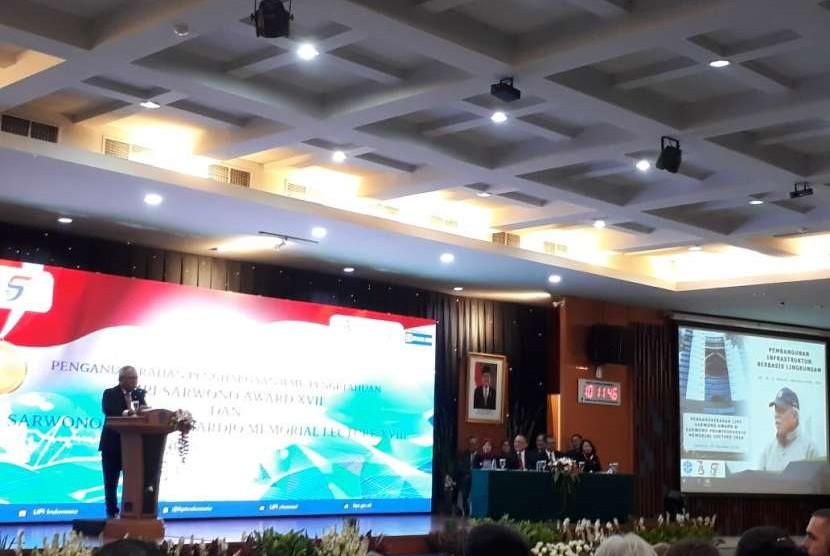 Public Works and Public Housing Minister Basuki Hadimuljono delivers science oration at LIPI office, Jakarta, Thursday (August 23).