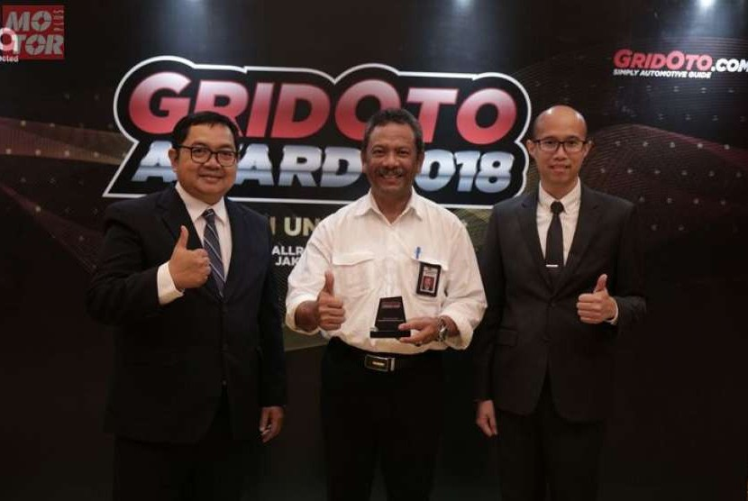Menteri Pekerjaan Umum dan Perumahan Rakyat (PUPR) Basuki Hadimuljono menerima penghargaan GridOto Award 2018 kategori Kontribusi  Untuk Negeri