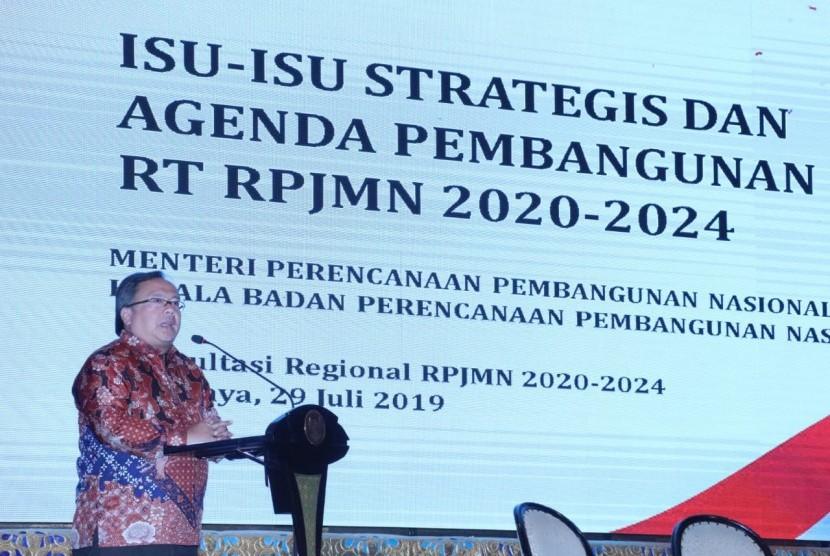 Menteri Perencanaan dan Pembangunan Nasional/ Kepala Bappenas Bambang Brodjonegoro dalam acara Konsultasi Regional Penyusunan Rancangan Awal RPJMN 2020-2024 Wilayah Jawa dan Bali, di Hotel Shangri-La Surabaya.
