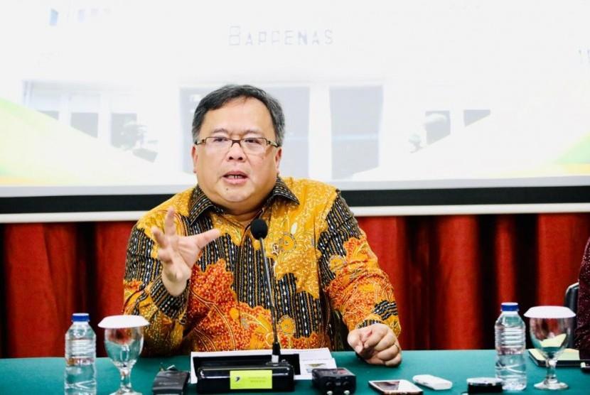 Menteri Perencanaan dan Pembangunan Nasional (PPN)/ Bappenas Bambang Brodjonegoro  dalam konferensi pers mengenai rencana pemindahan ibu kota Indonesia di kantornya, Jakarta, Selasa (30/4).