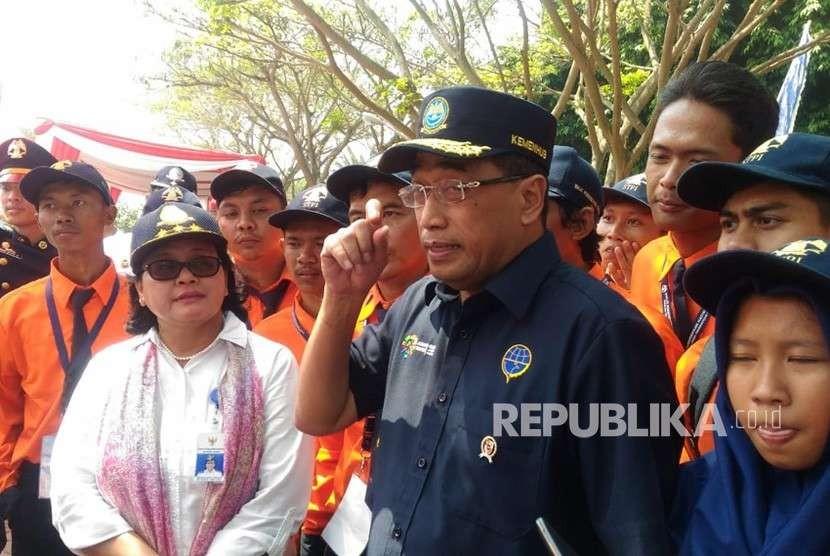 Menteri Perhubungan, Budi Karya Sumadi berada di tengah-tengah peserta Pendidikan Kilat (Diklat) BP2IP Tangrang dan STPI Curug, Sabtu (11/8).