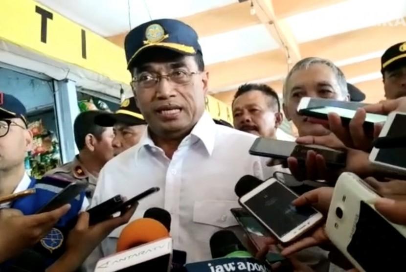 Menteri Perhubungan, Budi Karya Sumadi di Terminal Bus Kampung Rambutan, Kamis (6/6).