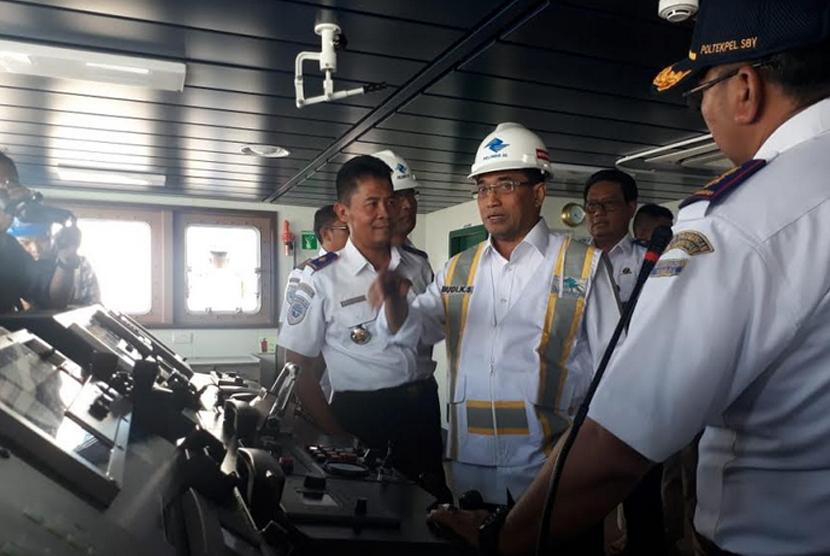 Menteri Perhubungan Budi Karya Sumadi meninjau kesiapan di Tanjung Perak Surabaya, Sabtu (9/5)