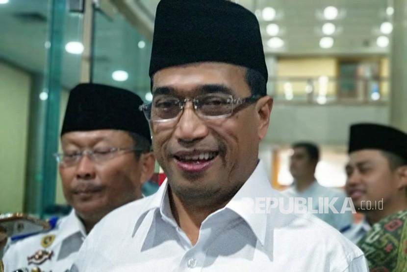 Menteri Perhubungan Budi Karya Sumadi menjelaskan mengenai persiapan kesiapan Bandara Kertajati usai buka bersama dengan asosiasi transportasi daring di kantor Kementerian Perhubungan, Rabu (23/5).