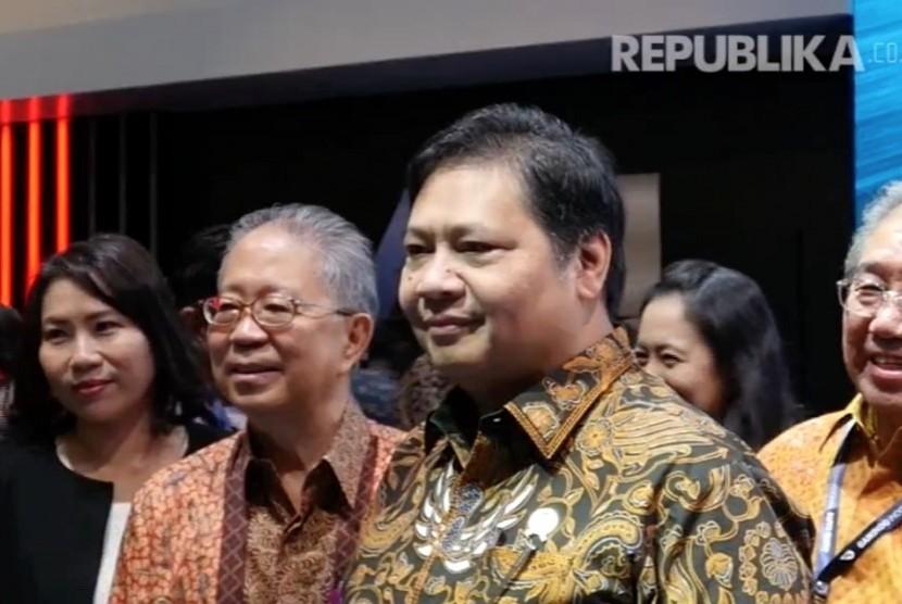 Menteri Perindustrian, Airlangga Hartarto (kedua kanan).