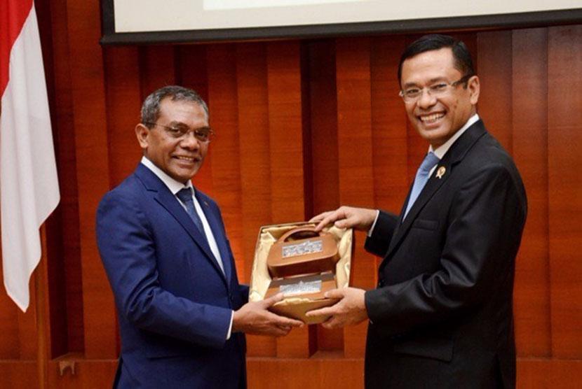 Menteri Perindustrian Saleh Husin dan Menteri Perdagangan, Perindustrian, dan LH Timor Leste Constâncio Da Conceição Pinto tanda tangani Memorandum Kesepakatan Kerja Sama Teknik Industri.