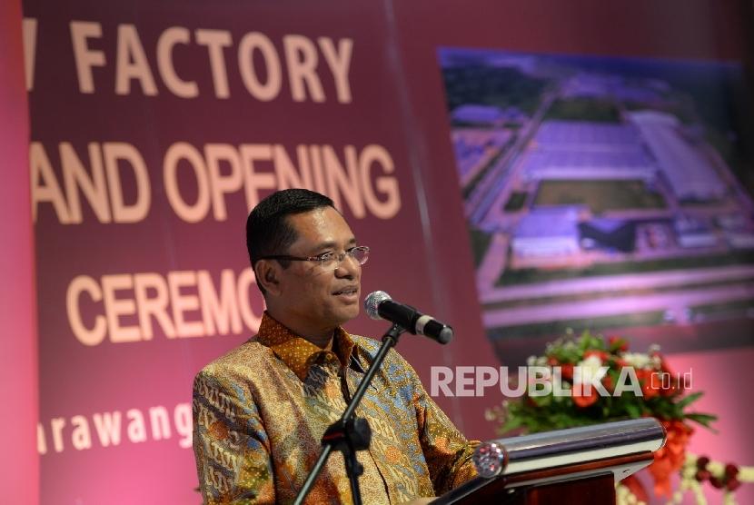 Menteri Perindustrian Saleh Husin memberikan paparan saat peresmian pabrik TV LED Sharp terbaru, Karawang, Jawa Barat, Rabu (18/5). (Republika/ Wihdan)