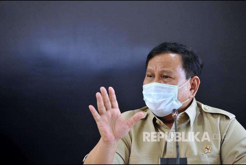 Menteri Pertahanan Prabowo Subianto memberikan keterangan terkait KRI Nanggala 402 yang mengalami hilang kontak saat konferensi pers di Lanud I Gusti Ngurah Rai, Badung, Bali, Kamis (22/4/2021). Hingga Kamis (22/4) siang, upaya pencarian masih terus dilakukan untuk menemukan kapal selam yang hilang kontak saat melaksanakan latihan penembakan torpedo di perairan utara Bali sejak Rabu (21/4) lalu.