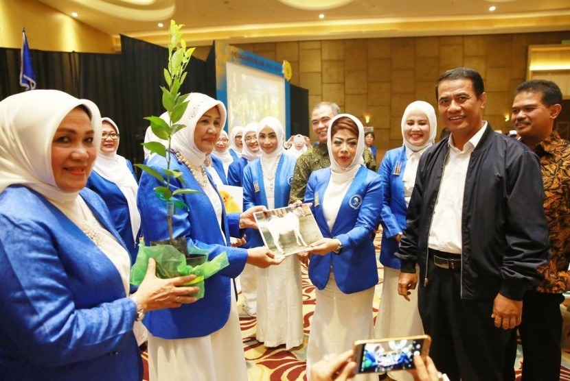 Menteri Pertanian Amran Sulaiman dalam sambutannya di peringatan Hari Ulang Tahun (HUT) IWAPI ke - 44.