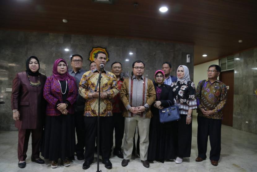 Menteri Pertanian Amran Sulaiman mengundang KPK untuk bersinergi melawan korupsi.
