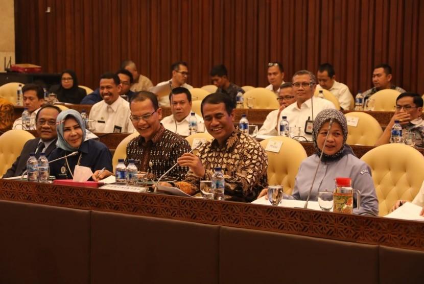 Menteri Pertanian Amran Sulaiman saat menghadiri rapat RUU Karantina Hewan, Ikan dan Tumbuhan bersama 5 Kementerian di Gedung Parlemen, Rabu (11/9).